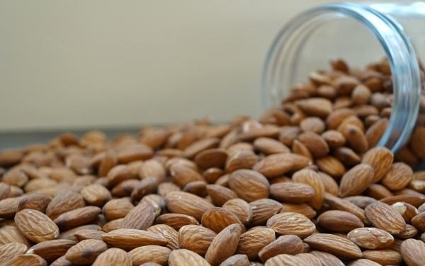 Amandelen-naturel-dehorecabox-noten-pitten-zaden-gezond