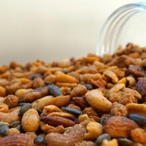 Amstelmix-cashews-pompoenpitten-amandel-pindas-katjangpedis-dehorecabox-noten-pitten-zaden-gezond