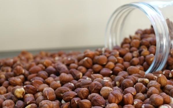 Bruine-hazelnoten-naturel-dehorecabox-noten-pitten-zaden-gezond