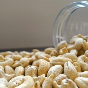Hele-cashews-dehorecabox-noten-pitten-zaden-gezond