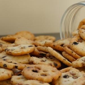 Soja-crackers-vegan-dehorecabox-noten-pitten-zaden-gezond
