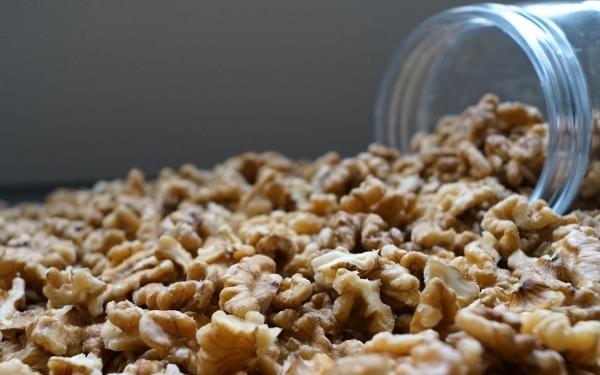 Walnootstukjes-dehorecabox-noten-pitten-zaden-gezond